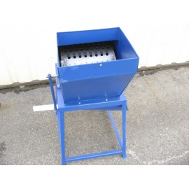 Mechanical grater for fruits and vegetables TM-1