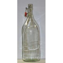 Pudel on klaasist-2 keraamiline mütsid.